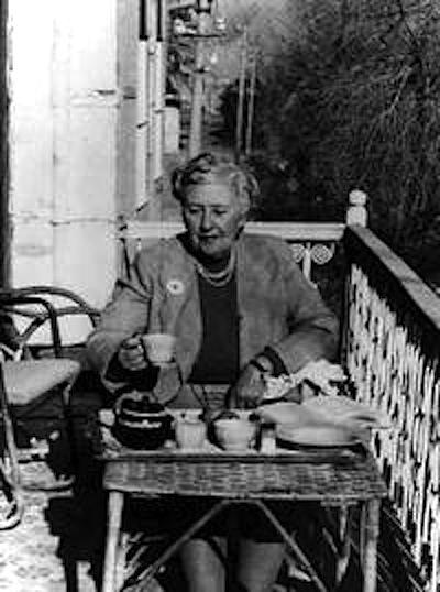 IN INGHILTERRA IL CAFFÉ HA SEMPRE IL GUSTO DI UN ESPERIMENTO CHIMICO Agatha Christie
